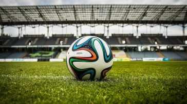 Grave lutto nel calcio, scompare giovane promessa: un tragico incidente