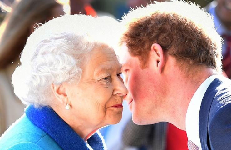 Royal Family, La Regina perdona Harry, ma con Meghan la guerra è aperta