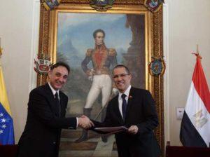 Canciller Arreaza recibe Copias de Estilo de nuevo Embajador de Egipto