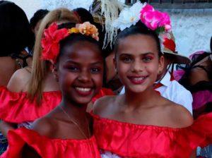Comparsas y disfraces dan inicio a los carnavales en Los Roques