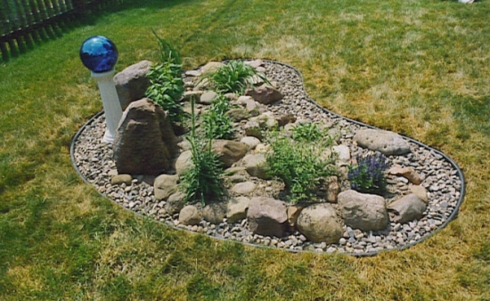 50 Garden Decorating Ideas Using Rocks And Stones on Small Garden Ideas With Rocks id=35103