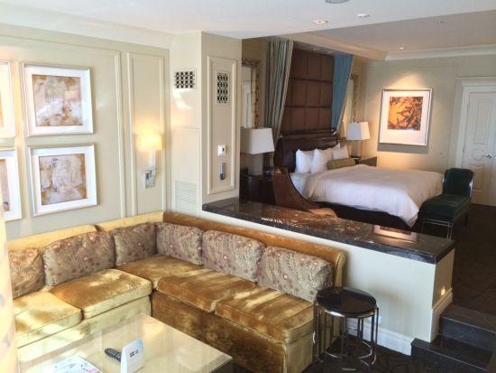 Cozy sunken living room design with open bedroom - NO.1# BEAUTIFUL SUNKEN LIVING ROOM DESIGN IDEAS