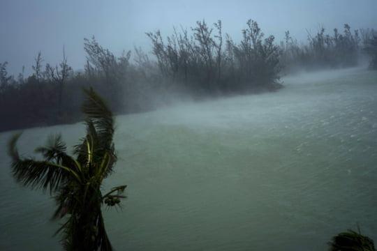 DIRECT - Ouragan Dorian: plusieurs morts aux Bahamas, les prévisions