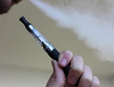 La cigarette électronique fait une septième victime aux États-Unis
