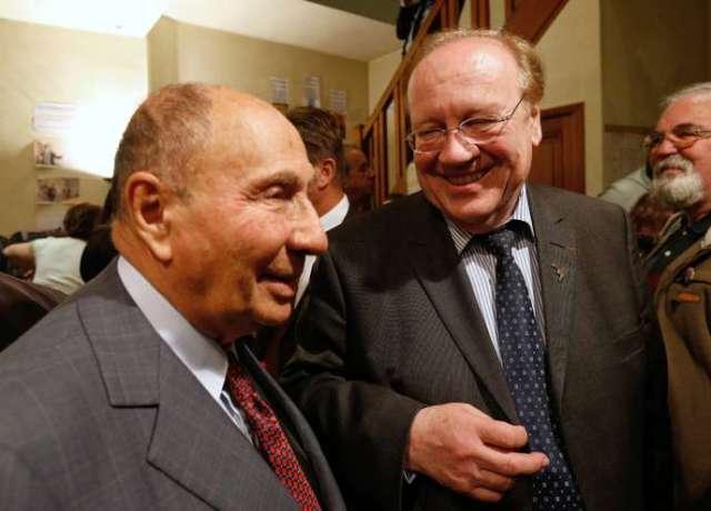 Serge Dassault et Jean-Pierre Bechter, lors d'une réunion de campagne, à Corbeil-Essonnes, enmars2014.