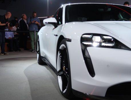 Retour en images sur l'électrochoc Porsche Taycan (et ses coulisses)