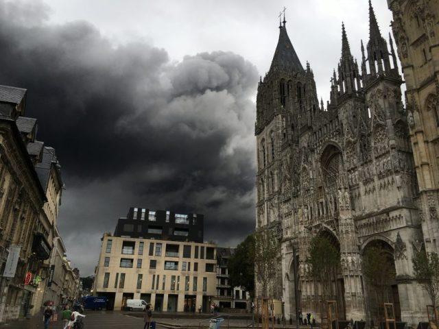 Après la catastrophe de Lubrizol, des habitants de l'agglomération de Rouen ont été démarchés pour de faux prélèvements et analyses. Un appel à la vigilance est lancée.
