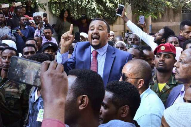 Le militant oromo Jawar Mohammed lors d'une manifestation contre lepremier ministre Abiy Ahmed, à Addis-Abeba, le 24octobre.