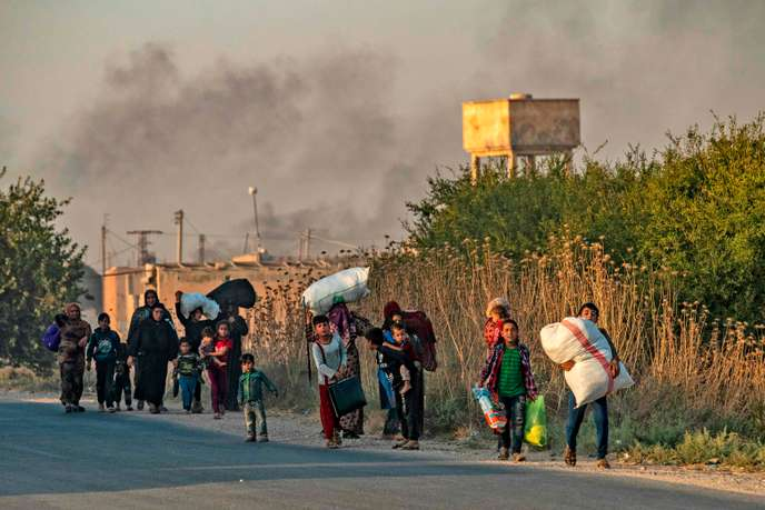 Les habitants de la ville syrienne deRas Al-Aïn fuient les bombardements turcs, mercredi 9 octobre.