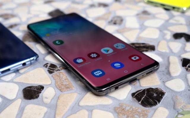 Samsung Galaxy S10 on-screen fingerprint recognition issue