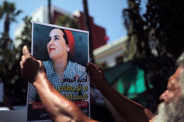 Hajar Raissouni, ici sur une photo tenue lors d'une manifestation pour sa libération à...