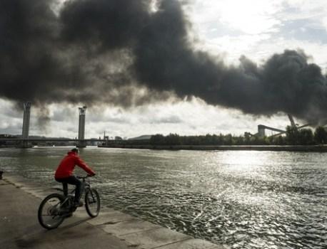 Incendie à Rouen : Le préfet demande à Lubrizol de faire cesser « les odeurs incommodantes » – 20 Minutes