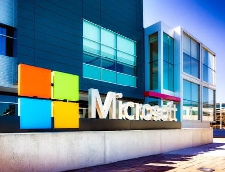 Microsoft a raison, deux écrans valent bien mieux qu'un écran OLED pliable