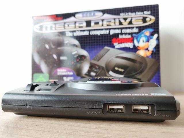 Les ports manettes USB de la MegaDrive Mini