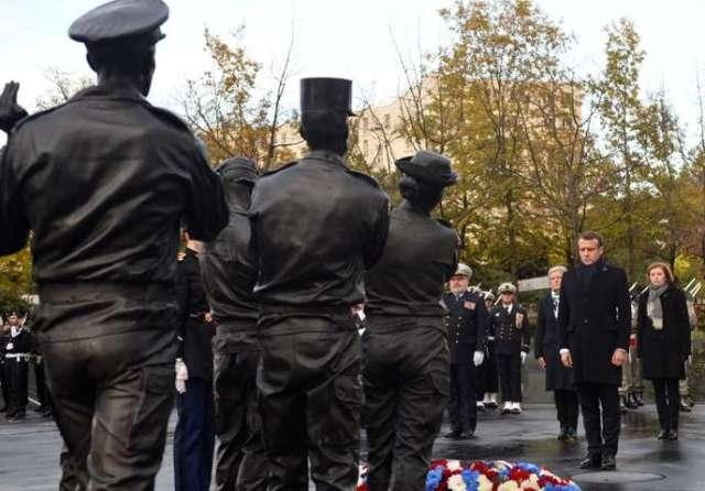 Le président Emmanuel Macron lors de l'inauguration du«Monument aux morts pour la France en operations exterieures» de l'artiste Stéphane Vigny, le 11 novembre.