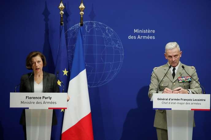 La ministre des armées, Florence Parly, et le général François Lecointre lors d'une conférence de presse après la mort des13militaires de la force «Barkhane», à Paris le 26 novembre.
