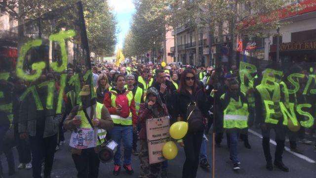 Plusieurs centaines de manifestants défilent dans les rue de Perpignan. / © Ph. Georget. FTV