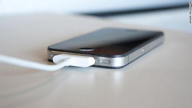 Pour le procureur de Los Angeles, mieux vaut se méfier des chargeurs USB publics