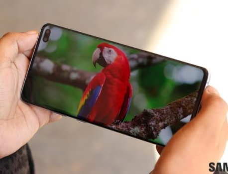 See the difference a 120Hz display would make on a Samsung phone!
