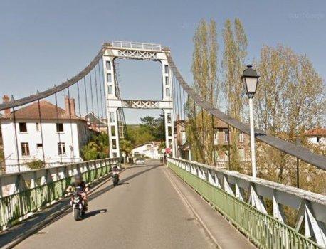 Un pont suspendu s'effondre dans la rivière au nord de Toulouse : un mort et des blessés – LaDepeche.fr