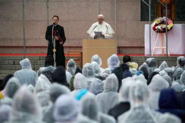 Le pape François dans le parc de la paix de Nagasaki au Japon, le 24 novembre.