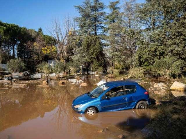 Dans un parking situé sur les bords de l'Argens, les voitures ont été inondées ouretournéespar la force des intempéries survenues le 1er décembre.