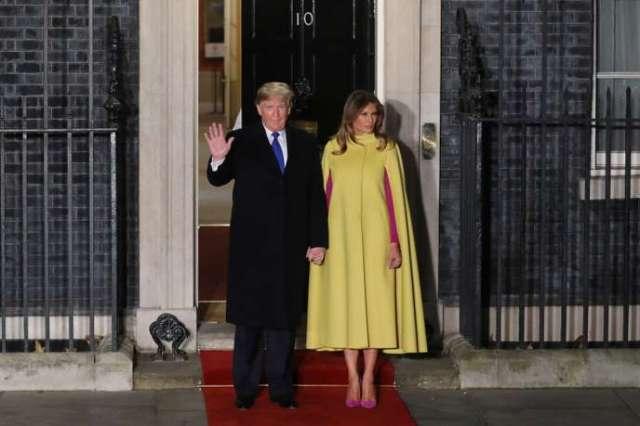 Le président américain, Donald Trump, et la première dame, Melania Trump, devant la résidence du premier ministre britannique, le 10Downing Street, à Londres, pour le sommet de l'Organisation du traité de l'Atlantique Nord (OTAN), le 3 décembre 2019.