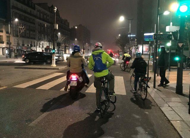 Nombreux usagers en vélo sur le boulevard Lefebvre(15e)/Thibault BURBAN