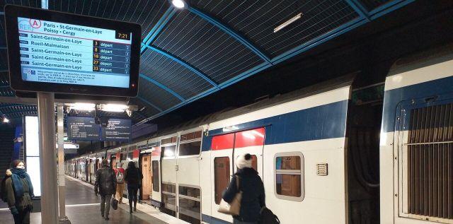 Tous les quarts d'heure un RER A, un train file vers Paris jusqu'à 9h30/Alexandre Metivier