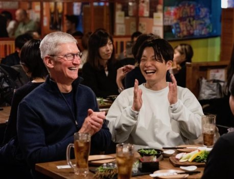 Tim Cook Visits Japan to Meet With Developers and Employees