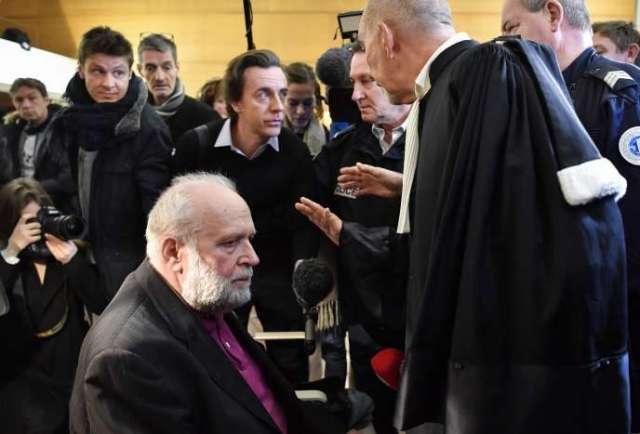 BernardPreynat (à gauche) lors de l'ouverture de son procès au tribunalcorrectionnelde Lyon, le 13 janvier.