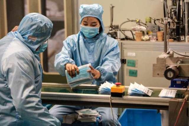 Dans une usine de fabrication de masques de protection, à Yangzhou, le 26 janvier 2020.