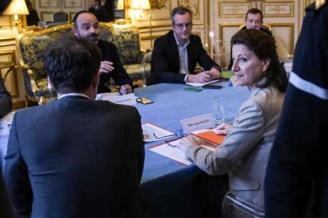 Réunion ministérielle sur le coronavirus dimanche à Matignon.