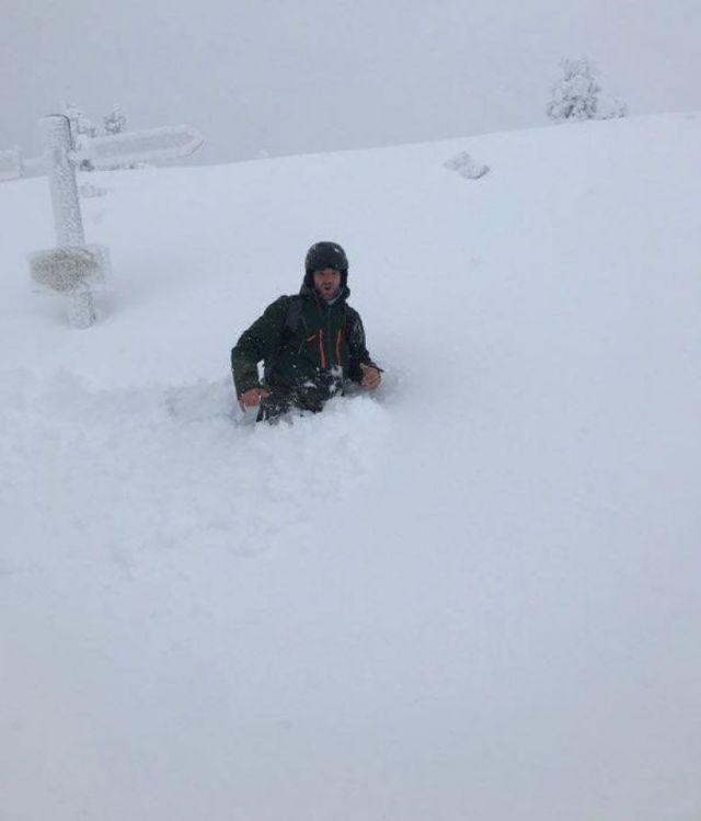 Il neige depuis mardi 21 janvier sur la station des Angles dans les Pyrénées-Orientales atteignant par endroit la hauteur des hanches d'un homme. / © J.Meunier/Les Angles