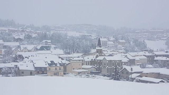 Le village de La Cabanasse situé dans le secteur de Mont-Louis dans les Pyrénées-Orientales est recouvert de neige ce mercredi 22 janvier 2020. / © A.Guiraud/FTV