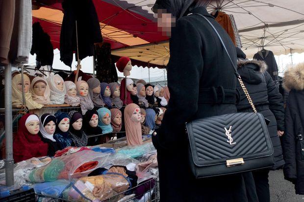Au marché du Val-Fourré, à Mantes-la-Jolie, le 2 janvier.