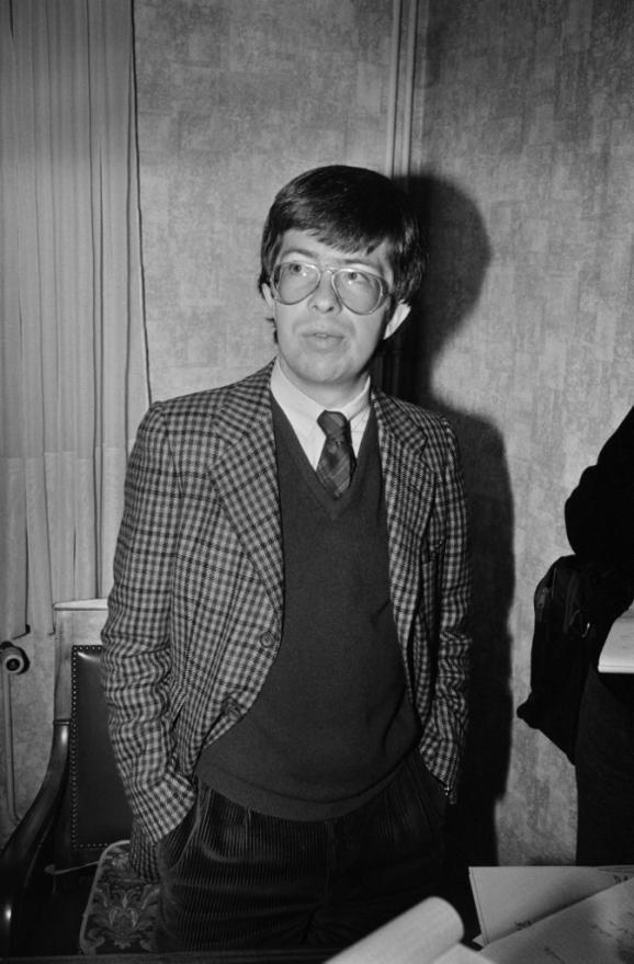 Le juge d\'instruction chargé de l\'affaire Grégory, Jean-Michel Lambert, dans son bureau à Epinal (Vosges), le 5 novembre 1984.