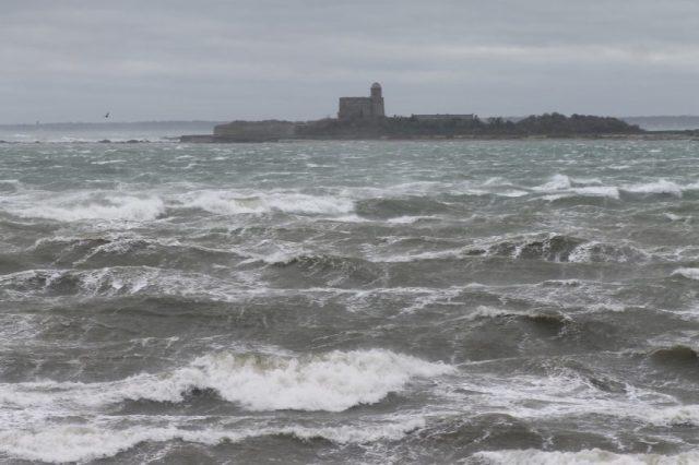 Dès ce matin, la tempête Ciara a commencé à affoler la mer de la Manche.
