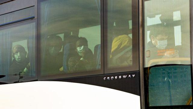 LE 9 février dernier, l'autocar transportant 38 ressortissants francais rapatries de Wuhan ( Chine ) en raison de l'epidemie de Coronavirus, de la Base aerienne 125 d'Istres a destination de l'Ecole nationale des Officiers des Sapeurs-pompiers ENSOSP d'Aix en Provence - / © FREDERIC SPEICH/maxppp