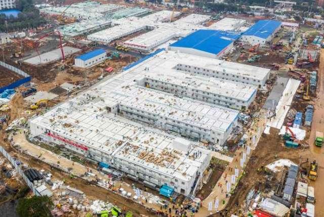 Cette photo aérienne montre lenouvel hôpital construit en dix jours dans la métropole de Wuhan, et qui a accueilli ses premiers patients, lundi 3 février.