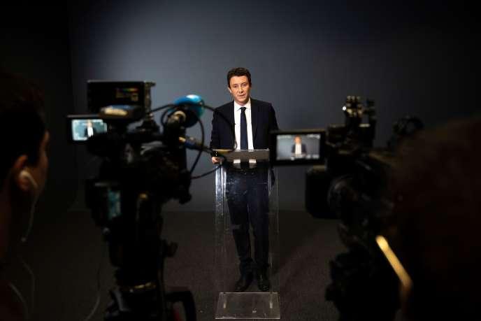 Benjamin Griveaux annonce qu'il se retire de la compétition, à la suite de la diffusion publique d'images privées à caractère sexuel, le14février.