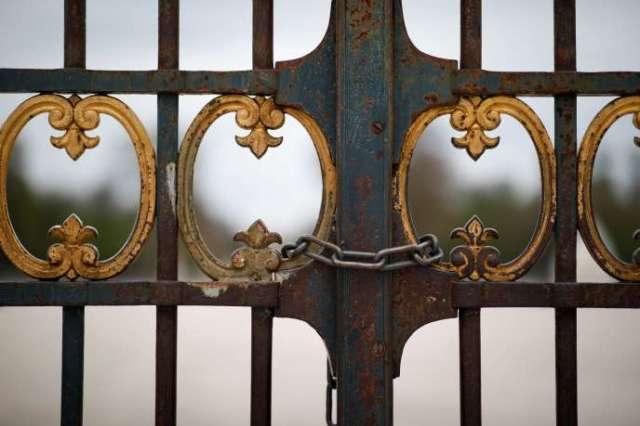 Les portes du jardin des Tuileries, à Paris, fermées dimanche 22 mars.