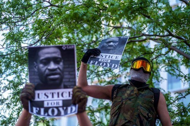La ville de Minneapolis est secouée par des manifestations depuis la mort de George Floyd, un homme noir, à la suite de son arrestation par des policiers blancs.