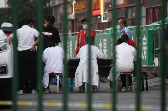 Devant le marché de gros de viande Xinfadi à Pékin le 12 juin 2020.