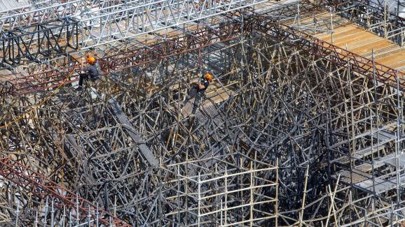 Une vue aérienne de l\'échafaudage sinistré de la cathédrale Notre-Dame, le 3 juin 2020 à Paris.