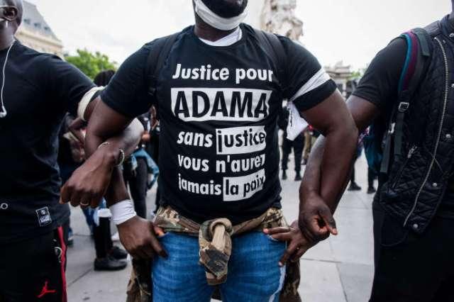 Lors d'une manifestation contre le racisme et les violences policières, le 13 juin, à Paris.