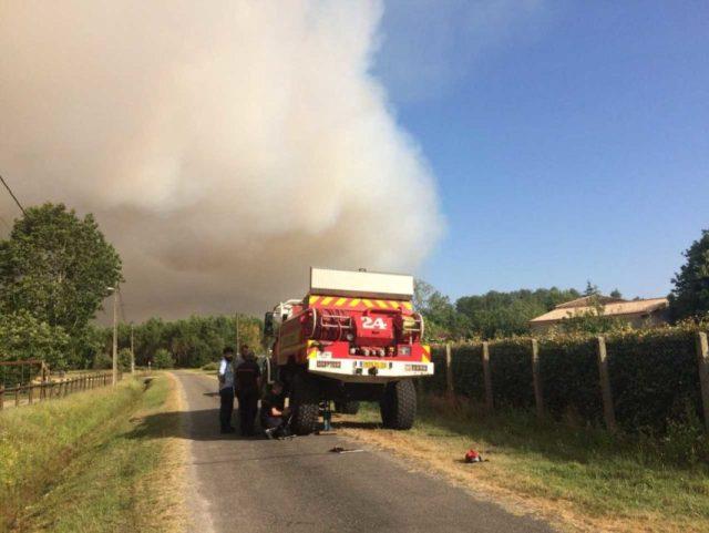 Les sapeurs-pompiers rencontrent des soucis en raison des branchages.