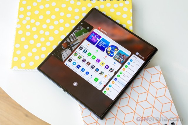 I used the Huawei Mate Xs and now I don't want to go back to a normal smartphone