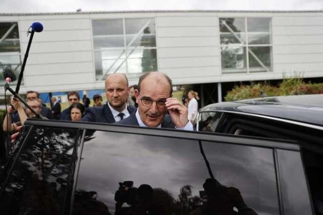 Jean Castex sur le site de recherche et de production de semi-conducteurs du groupe X-FAB France, à Le Coudray-Montceau (Essonne), le 4 juillet.