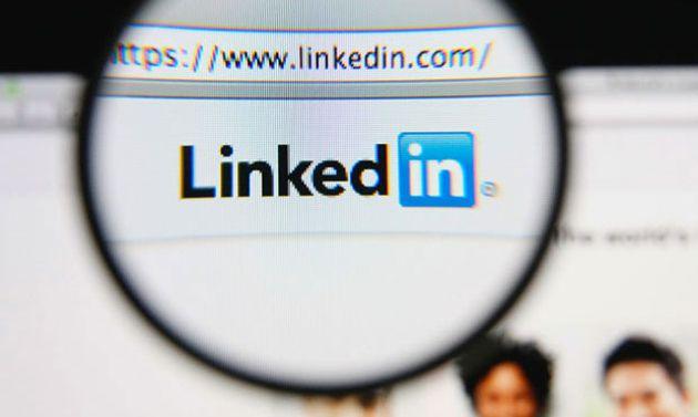 Marqué par la crise, LinkedIn s'apprête à licencier plus de 900collaborateurs